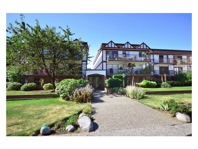 # 202 131 W 4TH ST - Lower Lonsdale Apartment/Condo for sale, 1 Bedroom (V1026190) #1
