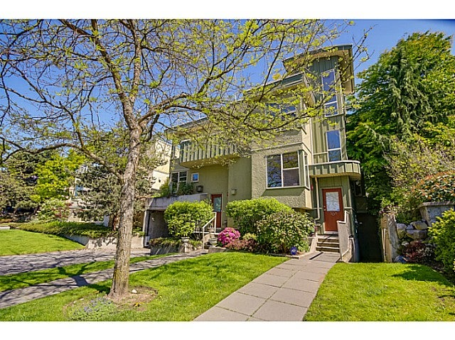 208 E 5TH ST - Lower Lonsdale Townhouse for sale, 3 Bedrooms (V1064727) #1