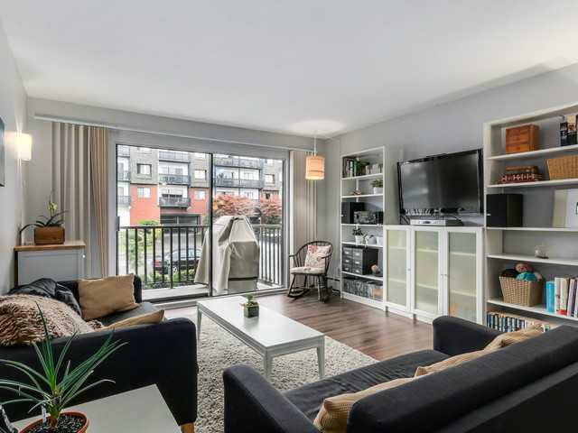 # 201 131 W 4TH ST - Lower Lonsdale Apartment/Condo for sale, 2 Bedrooms (V1090521) #1