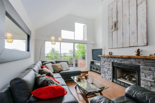 D 225 E 4TH STREET - Lower Lonsdale Townhouse for sale, 2 Bedrooms (R2074262) #1
